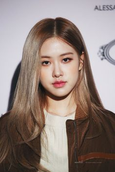ROSÉ with gray hair edited by imnina Kim Jennie, Kpop Girl Groups, Kpop Girls, Peinados Pin Up, Rose Park, Kim Jisoo, Blackpink Photos, Blackpink Fashion, Park Chaeyoung