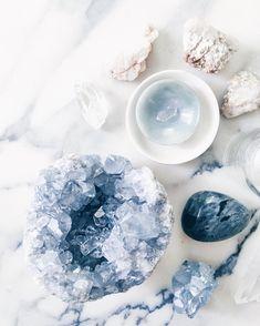 Crystals Minerals, Minerals And Gemstones, Rocks And Minerals, Stones And Crystals, Blue Crystals, Crystal Magic, Crystal Meanings, Healing Crystals, Chakra Healing Stones