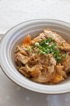 お豆腐たまご丼 by tomoko 「写真がきれい」×「つくりやすい」×「美味しい」お料理と出会えるレシピサイト「Nadia | ナディア」プロの料理を無料で検索。実用的な節約簡単レシピからおもてなしレシピまで。有名レシピブロガーの料理動画も満載!お気に入りのレシピが保存できるSNS。