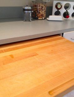 How To Clean & Deodorize a Wooden Cutting Board (Naturally!) -- i need to print this, someone just made tony some really nice wooden cutting boards.---