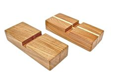 SUN-Z base stadion, 1 spor Sun-Z board er perfekt til brød & grønt Materiale:  Form: Holder til SUN-Z #CuttingBoard Made in Denmark: Håndlavet Mål: B90 x L220 x H45 mm Buzz words: Nordic, Craftsmanship, urban, nature, Scandinavia & rediscover Design: By Arne Birger Sun-Z base station by Arne Birger er en praktisk holder til dit SUN-Z #skærebræt. .  Kun hos Bæk & Kvist - www.houseofbk.com