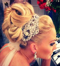 If I do an up-do, this will be the style I choose. The same goes for the hairpiece.