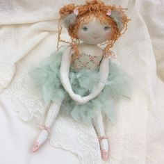 Plume petit oiseau ou ballerine ..?..(35cm) - Le Jardin des Farfalous ♡