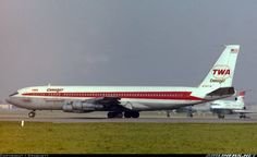 TWA Boeing c/n 18757 Heathrow Late Photo by: Spashett Flying First Class, Boeing 707, Cargo Aircraft, Vintage Air, Commercial Aircraft, Civil Aviation, Aircraft Pictures, Air Travel, The Past