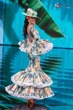 Dressy Dresses, Unique Dresses, Beautiful Dresses, Hot Outfits, Dance Outfits, Flamenco Dancers, Flamenco Dresses, Spanish Dress, Spanish Style