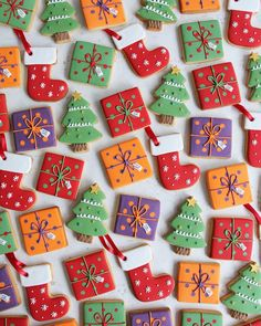 Cute Christmas Cookies, Christmas Biscuits, Christmas Snacks, Iced Cookies, Christmas Cupcakes, Christmas Cooking, Holiday Cookies, Cupcake Cookies, Iced Biscuits
