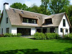 Witte villa achterkant