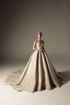 BRIDAL 2018 - Krikor Jabotian - Haute Couture Lebanon Middle East - Fashion Design Lebanon Middle East Source by peanutgirly couture wedding dress Couture Wedding Gowns, Dream Wedding Dresses, Bridal Dresses, Krikor Jabotian, Style Feminin, Haute Couture Paris, Princess Wedding, Beautiful Gowns, Pretty Dresses