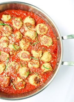Chicken Parmesan Meatballs - chicken parm meatballs and quick marinara sauce are super flavorful and ready in under 30 minutes! | tastythin.com