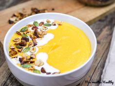 Recette de velouté de butternut et panais au lait de coco facile à réaliser. Une soupe légère et gourmande avec données nutritionnelles.
