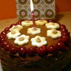 Meggyes-gesztenyés torta (tej- és tojásmentes) Recept képpel - Mindmegette.hu - Receptek Birthday Candles, Tej, Homemade, Cake, Food, Yogurt, Home Made, Kuchen, Essen