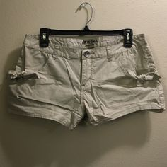 """Khaki shorts w/Pocket Ties Khaki shorts w/Pocket Ties by Arizona. Size 11. Worn once. From the side they measure at 10.5"""" and the inseam measures at 2.5"""". Arizona Jean Company Shorts"""