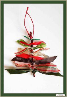 Günstige Anhänger mit Geschenkbändern für den Weihnachtsbaum mit Kindern basteln, Weihnachtsbaumschmuck und Geschenkanhänger basteln. Weihnachtliche  Bastelidee für Kinder **by: www.missmommypenyy.de ** Christmastree Ornaments craft idea, DIY Christmas Ornaments, great x-mas DIY craft Project for kids