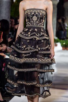 Oscar de la Renta bei der New York Fashion Week im Herbst 2020 Set Fashion, Fashion Week, New York Fashion, Runway Fashion, Fall Fashion, High Fashion, Fashion Pics, Young Fashion, Womens Fashion