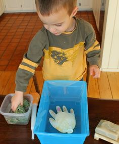 Wash your hands! - how wee learn. Science lesson for kindergarten washing hands! Hygiene Lessons, Health Lessons, Science Experiments Kids, Science Lessons, Learn Science, Kids Learning Activities, Preschool Activities, Health Activities, Healthy Work Snacks