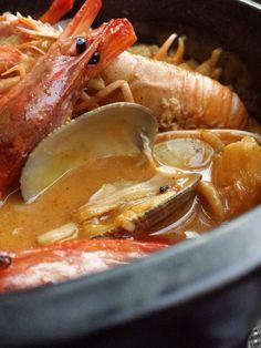 Arroz caldoso de marisco y almejas, cocina de España