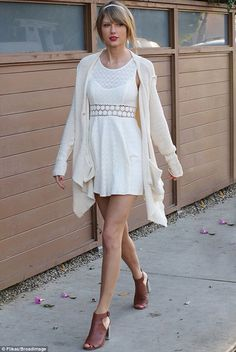 Taylor Swift- casual street style