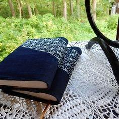 ブック カバー  文庫本用  。藍染布 刺し子 (麻の葉)