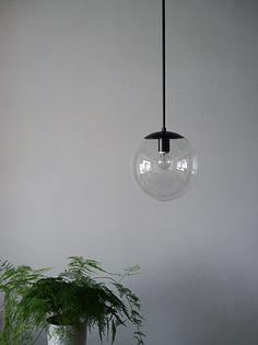 パイプ吊り球体ガラスペンダントライト