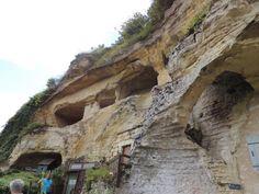 Les grottes troglodytiques à Saint-Remy-sur-Creuse. A voir absolument ce refuge médiéval aux anciennes habitations de tisserands et de chanvres. A environ une heure de route de Châtellerault.  http://le.monde.de.momo.free.fr/les_plus_beaux_coins_de_france.htm