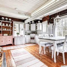 ennen ja jälkeen,sisustushaaste,romanttinen,tupa,keittiö Finland Country, Cottage Design, Sweet Home, Cabin, Kamra, Bed, Kitchen, Inspiration, Furniture