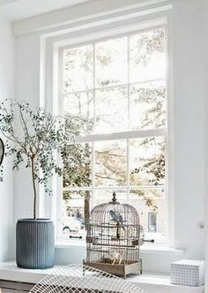 Vensterbank met vogelkooi Home Decor Inspiration, Window Decor, French Country House, Home, Living Room Plants, Interior, Home Furniture, Home Deco, Home Decor