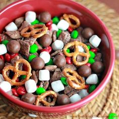 Sweet Chex mix recipes for your next party. Great party mixes for the holidays, christmas, birthday, or any party where you need a sweet treat. Christmas Treats To Make, Christmas Desserts Easy, Christmas Party Food, Christmas Appetizers, Christmas Goodies, Christmas Baking, Holiday Treats, Holiday Recipes, Christmas Recipes