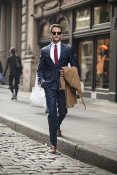 Express navy micro twill suit look style стиль джентльмена, Mode Masculine, Men's Suits, Groom Suits, Groom Attire, Boys Suits, Herren Outfit, Black Suits, Black Tie, Men's Navy Suits
