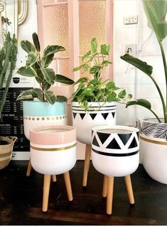 Painted Plant Pots, Painted Flower Pots, Diy Concrete Planters, Diy Planters, House Plants Decor, Plant Decor, Diy Recycling, Flower Pot Design, Decorated Flower Pots