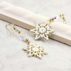 Holiday Jewelry Gold White Sparkle Snowflake Earrings Swarovski Crystal Winter Fashion #winter #fashion #snowflake #jewelry #white