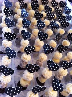 How To Look Your Best On Your Wedding Day. Dessert Shots, Food Stations, On Your Wedding Day, Mini Cupcakes, Dessert Table, Finger Foods, Cake Pops, Bakery, Fondant