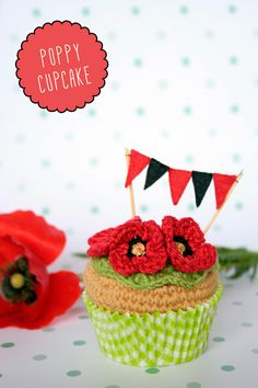 Items similar to Violet flower and strawberry, crochet cupcake. With optional gift box. [Spring collection] on Etsy Crochet Cake, Crochet Fruit, Crochet Food, Crochet Crafts, Free Crochet, Spring Cupcakes, Felt Garland, Play Food, Food Items
