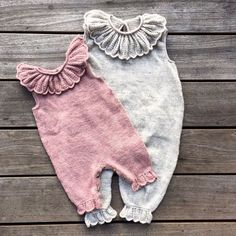 Free Knitting Pattern for Rudolph Baby Onesie – Adorable Christmas romper with r… – Cute Adorable Baby Outfits Baby Knitting Patterns, Knitting For Kids, Knitting Projects, Knitting Baby Girl, Start Knitting, Baby Patterns, Vintage Patterns, Vintage Sewing, Dress Patterns