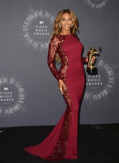 Of course Beyonce had a costume change! (Would you expect anything less?) The lady of the hour hit the pressroom backstage to show off her golden Moonman -- and her bootylicious bod -- in a body-hugging maroon Murad gown with sleeve and side embellishments. Christian Louboutin shoes and Lorraine Schwartz jewels completed her second ensemble. Did you love her looks like XO as much as we did? Which did you like better?