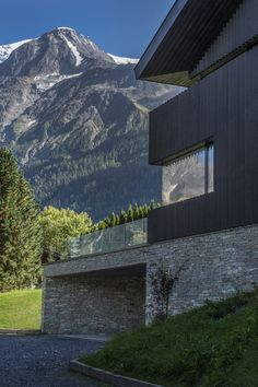 Pierre Marchand Architecte · Cabin in Chamonix Contemporary Architecture, Architecture Design, Independent House, Chamonix, Garden Studio, Container House Design, House On A Hill, Modern Minimalist, Cladding