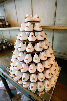 Meringue Duck Tower instead of a cake. Meringue Kisses, Meringue Cookies, Chocolate Dipped, Chocolate Chip Cookies, White Chocolate, Macaroons, Cupcake Recipes, Dessert Recipes, Gourmet Cupcakes