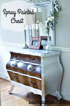 Chest makeover with spray paint Dresser Makeovers Chest Makeover Paint spray – Popular Spray Paint Dresser, Spray Paint Furniture, Repainting Furniture, Furniture Making, Furniture Makeover, Painted Furniture, Dresser Makeovers, Chalk Paint, Furniture Projects