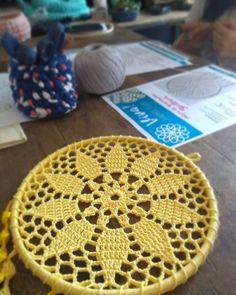 Crochet Stitches, Knit Crochet, Crochet Patterns, Dreamcatchers, Diy Flowers, Crochet Flowers, Crochet Dreamcatcher, Macrame, Diy And Crafts