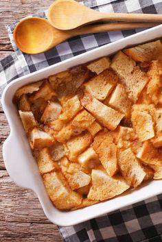 Hosting a brunch party? Wow your guests with this decadent French Toast Bread Pudding featuring our sweet and comforting Cardamom French Toast tea. It's so good, they'll definitely be going back for seconds. French Toast Bread Pudding, French Bread French Toast, Second Breakfast, How To Make Breakfast, Breakfast Recipes, Dessert Recipes, Desserts, Brunch Party, Sweet Tooth