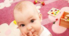 Jour après jour, votre tout-petit fait connaissance avec lui-même et le monde qui l'entoure. Autant d'étapes qu'il franchit brillamment, avec votre aide, bien sûr! Blonde Babies, Baby Development, Toddler Activities, Kids And Parenting, Baby Photos, About Me Blog, Info, Parents, Baby Tips