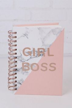 DIY Volta as Aulas - Customização de caderno - Rose Gold, Mármore Branco, Girl Boss Diy Back To School, Too Cool For School, First Day Of School, Diy Notebook Cover, Cool School Supplies, Cute Notebooks, Summer Diy, School Organization, Diy And Crafts