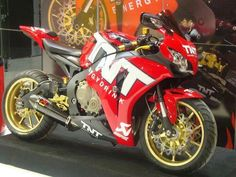 HONDA CBR 1000RR Moto Bike, Motorcycle Bike, Sliders, Honda Sport Bikes, Honda Fireblade, Custom Sport Bikes, Speed Bike, Trucks And Girls, Honda Motorcycles