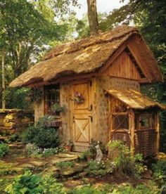Garden shed / outdoor studio / potting shed / outdoor office What I like: the thatched roof. is this possible in a NorthEastern woodlands climate? Thatched House, Thatched Roof, Cozy Cottage, Cottage Style, Witch Cottage, Garden Cottage, Fairy Houses, Play Houses, Garden Houses