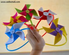 How to make felt pinwheel and transform it into a hair accessory. See on www.anthomeli.com Δείτε πώς να φτιάχνετε ανεμόμυλους από τσόχα στο www.anthomeli.com