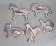Vintage Set of Five Tin Solid Cookie Cutters-- Love this animal set! #mollyjocollections $5.50