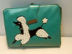 A vintage dark navy blue felt Garay handbag with a pair of poodles with gold studs and pom pons. On this vintage turquoise felt bucket purse by Novelena Inc. San Antonio, the beaded poodle has rhin… Vintage Purses, Vintage Bags, Vintage Handbags, Vintage Love, Vintage Shoes, Retro Vintage, Vintage Outfits, Vintage Fashion, Vintage Stuff
