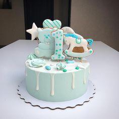 Бисквитный тортик на первый день рождения #торт #тортбезмастики #тортнаденьрождения #тортмальчику #туапсе #tuapse #торттуапсе #пряники #gingerbread