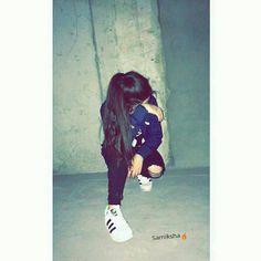 Teenager Photography, Teenage Girl Photography, Best Photo Poses, Girl Photo Poses, Girl Hiding Face, Illusion Photos, Shotting Photo, Portrait Photography Poses, Cute Girl Poses
