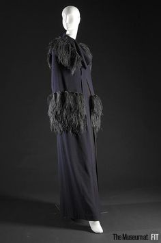 Evening cape by Caroline Reboux Made in purple wool crepe and ostrich feathers with a swirl pleat neckline and feathers to soften the columnar silhouette. Museum at FIT New York. 1930s Fashion, Edwardian Fashion, Retro Fashion, Love Fashion, Vintage Fashion, Fashion Outfits, Edwardian Clothing, Vintage Clothing, Fashion History