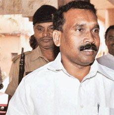 झारखंड के पूर्व मुख्यमंत्री मधु कोड़ा की संपत्ति कुर्क होगी। उनसे जुड़े कथित करोड़ों रूपए के धनशोधन मामले में कार्रवाई तेज करते हुए प्रवर्तन निदेशालय (ईडी) ने उनके करीबियों की 143 करोड़ रूपए की संपत्ति कुर्क करने का फैसला किया है। सूत्रों कि मने तो, पुणे, मुंबई, बेंगलूर, रांची और जमशेदपुर में फैली इन संपत्तियों को कुर्क करने के आदेश जल्द से जल्द ही जारी किए जाएंगे और बाद में वे झारखंड में एजेंसी की जांच इकाई को भेजे जाएंगे। जब कोड़ा मुख्यमंत्री थे तब उनके तथा उनके सहयोगियों द्वारा…